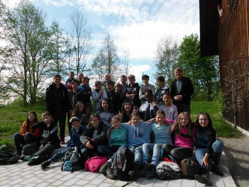 Wiederaufforstung - Schulklasse Mittelschule WM